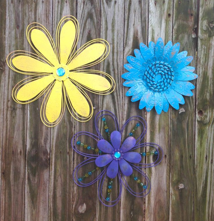 Purple yellow blue metal fence wall flowers metal yard for Outdoor wall flowers