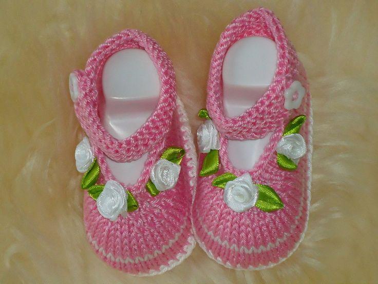 Gestrickte Baby Schuhe Taufe Hochzeit von Maschenkreativ auf DaWanda.com