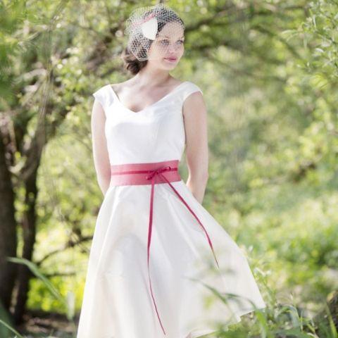 noni - Mila- kurzes Brautkleid mit V- Ausschnitt und Trägern