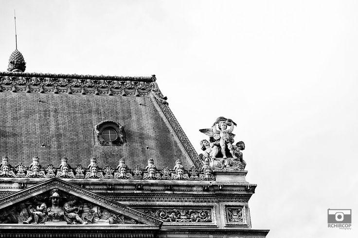 In the streets of Paris, mémoire du paris. #Paris #France #Street Photography #Architecture #Louvre #BlackandWhite #Abstract