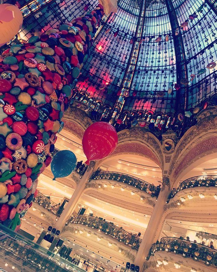 Sapin Galeries Lafayette #Paris #WeekEnd #Parisien #Avec #LesCopains #Galerie #Haussmann #Shopping #Printemps #Sapin #Noel #Starbucks #Uber #Versailles #Parfait