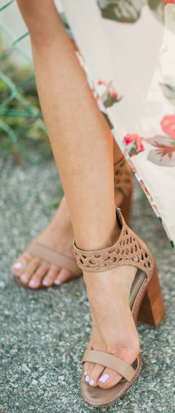 Perfect neutral heel for this summer! These shoes would go great with a casual or formal look! #heeledsandalsoutfit