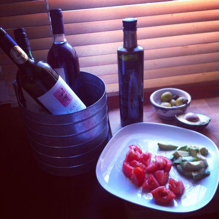 Tomate + olivas + vino