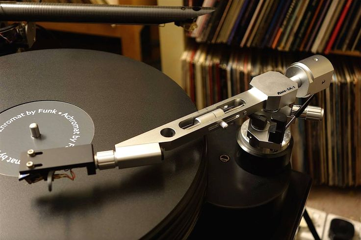 Designed And Made In Japan, Assembled By Hand Abis SA-1 Tonearm - Made In Japan http://www.astrasuite.com/abis-tonearms.html