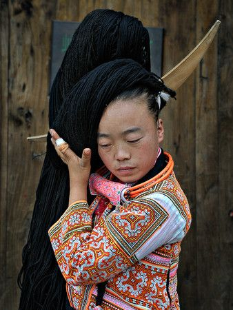 Long horn Miao. Les Miaos vivent en Chine, nord du Vietnam , le Laos , la Birmanie (Myanmar) et la Thaïlande et comprennent les Hmong , Hmub , Xong (Qo-Xiong), et A-Hmao .