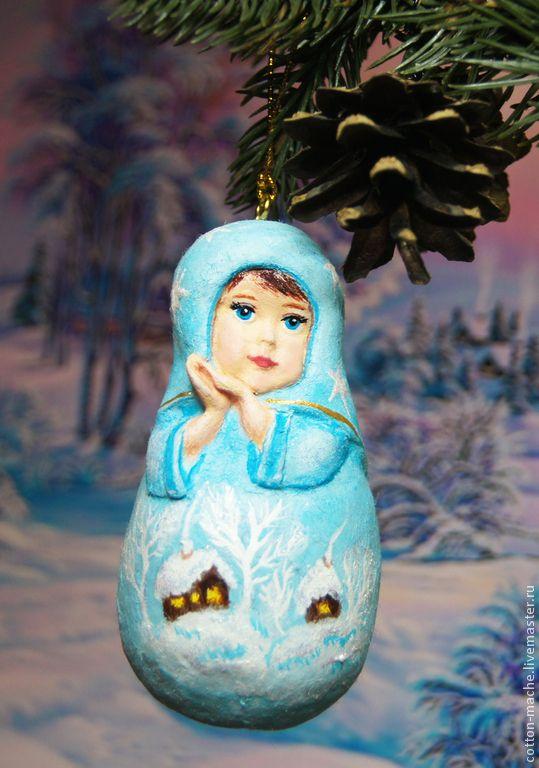 Новый год 2015 ручной работы. Ярмарка Мастеров - ручная работа Алёнка Матрёшка, ёлочная игрушка из ваты, ватные игрушки. Handmade. Легкая, как пушинка, полностью сформирована из ваты, расписана, красками по текстилю. Фигурка плотная, декорирована яркими блестками, крепление, винтовой штифт с декоративным шнуром.