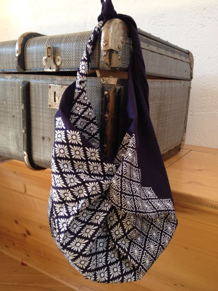 Furoshiki bag - made with 3 knots of a traditional cotton furoshiki fabric 100x 100 cm Available at www.karlottapink,com