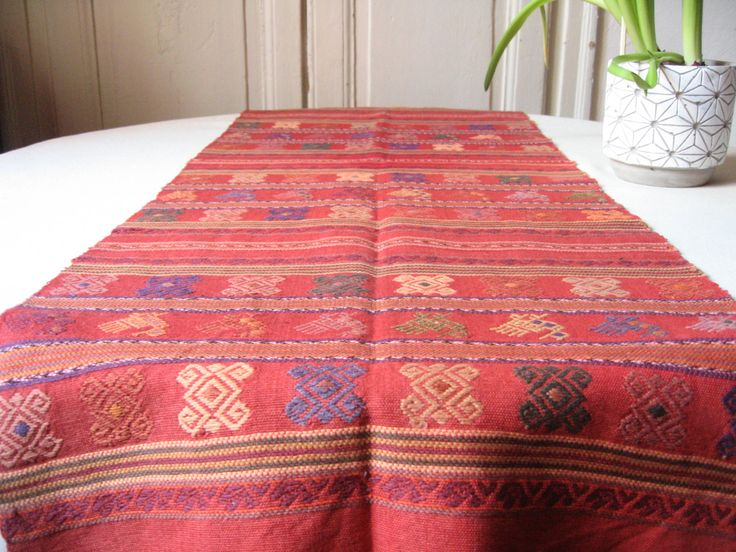 Long chemin de table ethnique en coton tissé / Motif traditionnel d'Afrique du Nord / Art populaire / Kilim, Centre de table / Déco du Monde de la boutique LMsoVintage sur Etsy