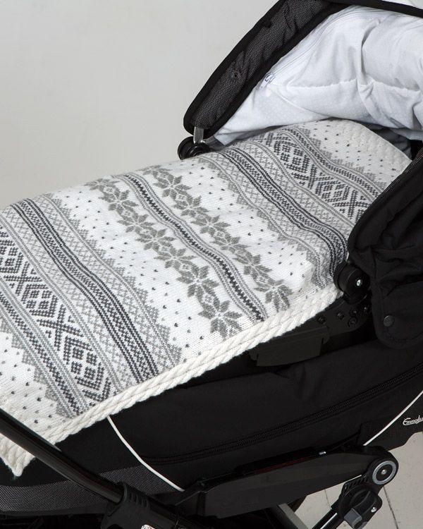 Värmande filt till barnvagnen i mjukaste merinoull.  http://www.knittingroom.se/butik/default.asp?pf_id=SE-113200