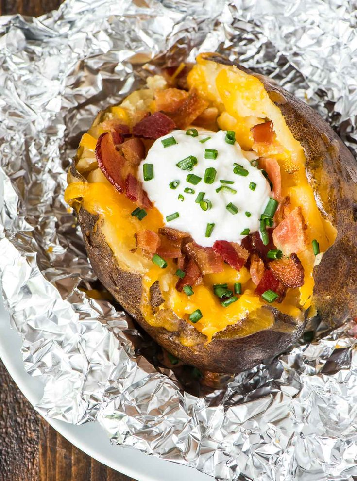 Crock Pot Baked Potatoes—how to bake potatoes in your slow cooker. Easy method with no clean up. Perfect for weeknight dinners or to feed a crowd.