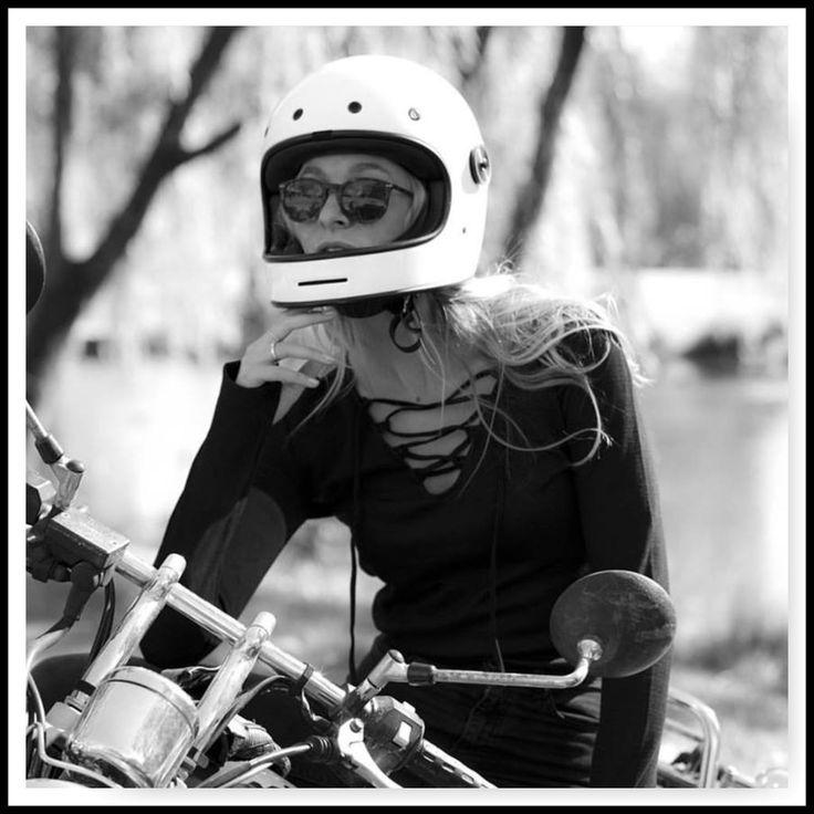 Die ersten Teile von Black Arrow Label sind da ! Das erste Funktionsshirt für Frauen welches cool ist!  #motocycle#ibiza#boheme#caferacer#hamburg#marktstrasse#karolinenvierte#ibiza#boheme#bikerfashion#harley#bbber#caferacer#Funktion