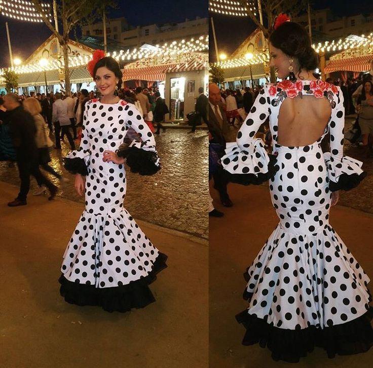 Vestido de flamenca blanco con lunar negro @cristilopezjapon