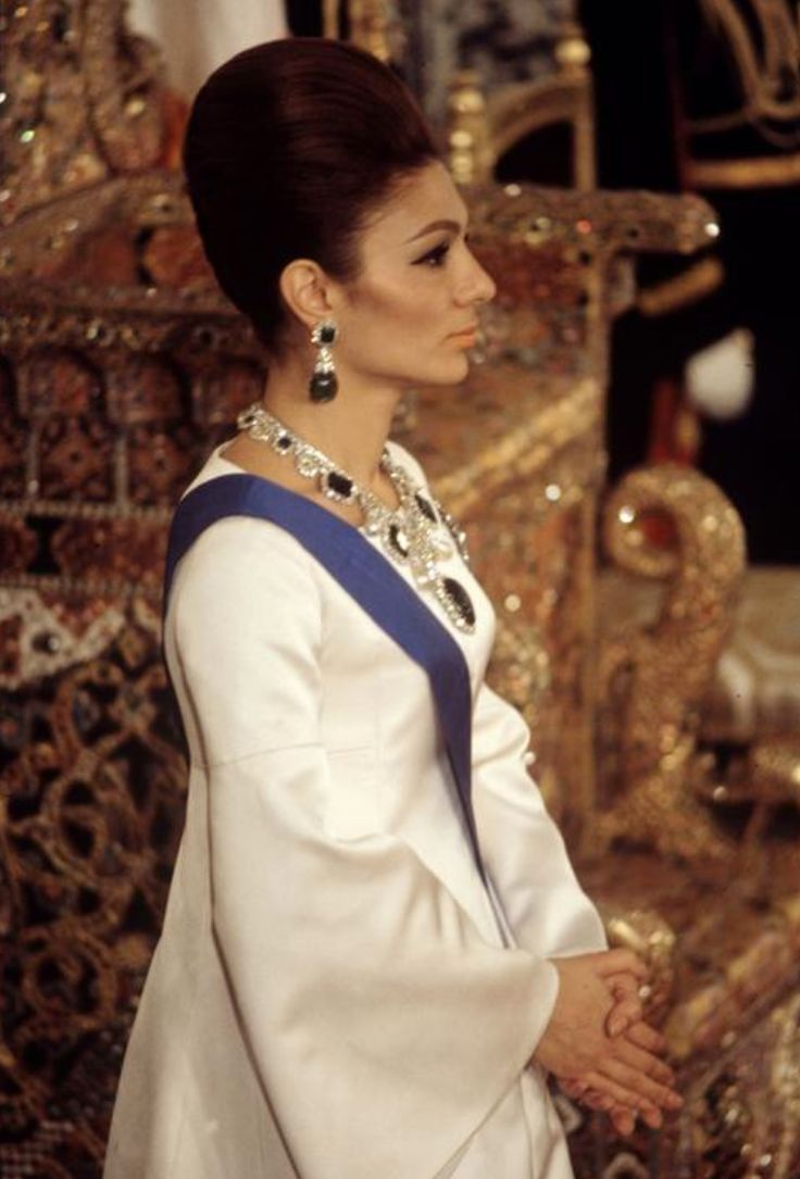 Empress farah diba baile real 1967 empress farah for Shah bano farah pahlavi