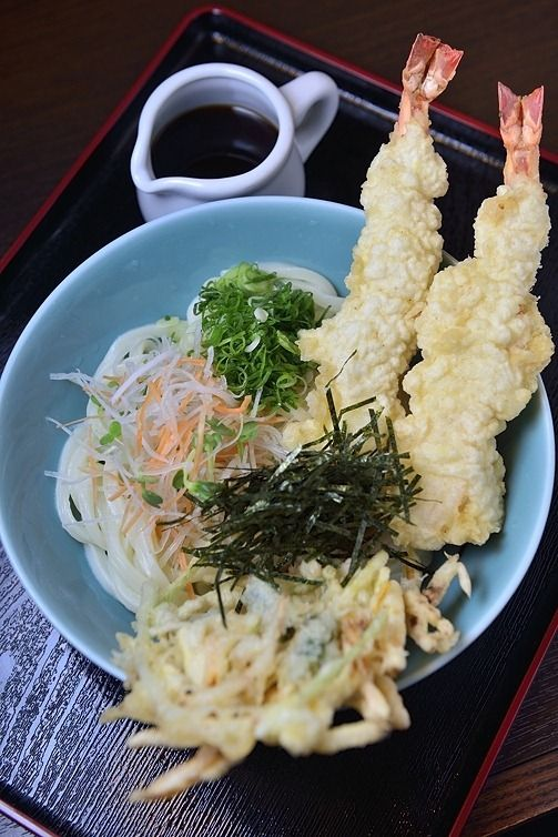 Cold Udon Noodles with Tempura 冷やし天ぷらうどん
