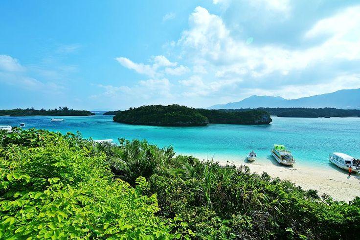 「石垣島といえば絶対に外せない川平湾!」の拡大写真。トラベルjp<たびねす>は、様々なジャンルやエリアの旅行に詳しいナビゲーターがHappyになれる旅をガイドする国内・海外旅行の観光ガイド情報サイトです。