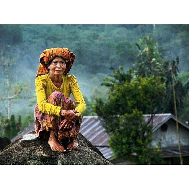 Suku Dayak Bukit Meratus Kalimantan Selatan Hidup di pedalaman kawasan hutan adat pegunungan meratus,kalimantan selatan.  #iniNegriku @1000kata @garuda.indonesia @samsung_id