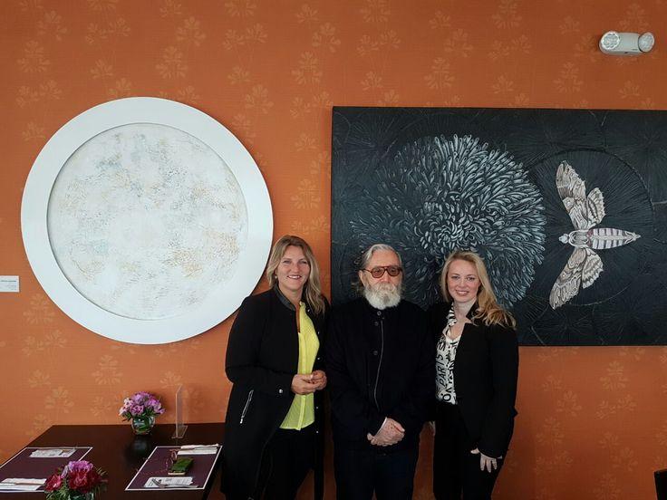 Nuestra gerente Hens Maas acopañada por el historiador de arte Jaime Mariazza Foy y la asesora en adquisición de obras de arte Marissi Campos