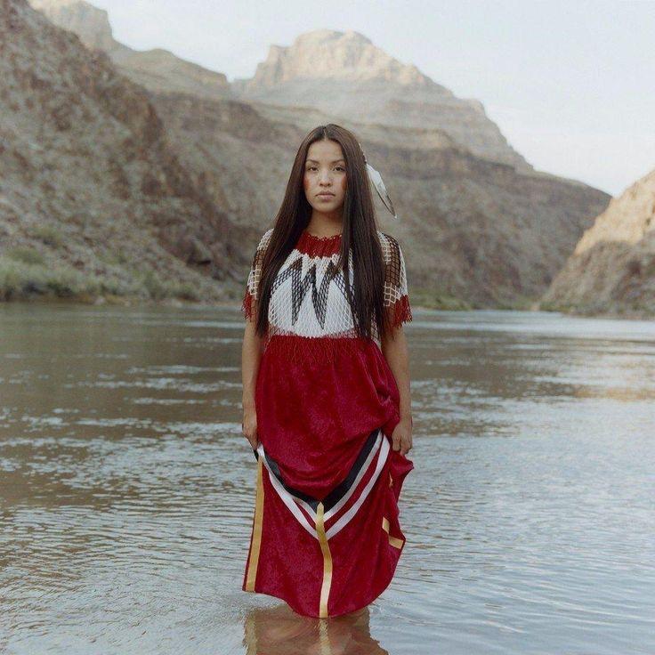 Современные американские индейцы http://artlabirint.ru/sovremennye-amerikanskie-indejcy/  Современные американские индейцы в объективе фотографа Карлотты Кардан. {{AutoHashTags}}