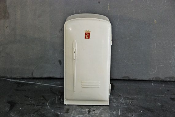 French vintage 1950s mini fridge for  doll's house or play kitchen. Great style for this mini piece of 1950s furniture. Cream coloured tole.