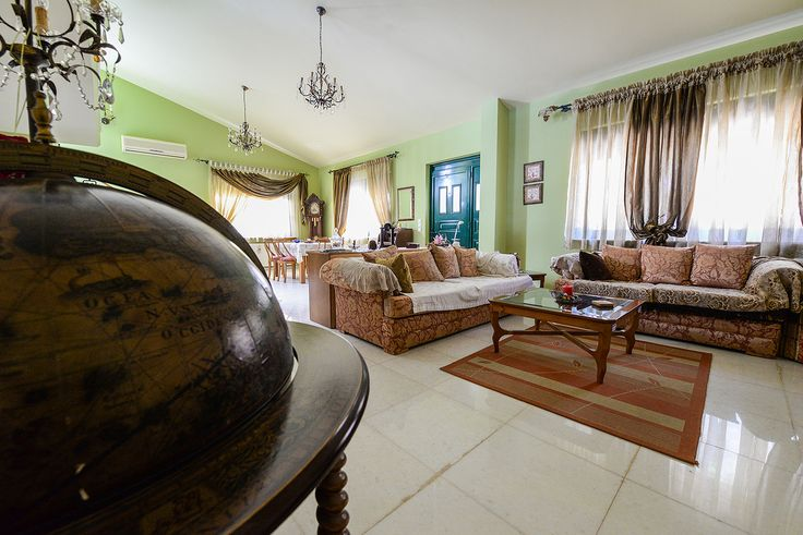 Καφέ με πράσινο ο απόλυτος αρχοντικός συνδυασμός για το σαλόνι σας #efimesitiko #realestate #alexandroupoli