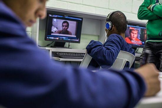Do total de jovens internados, 96% têm defasagem idade-série escolar e mais de 30% haviam abandonado... - Fornecido por Estadão