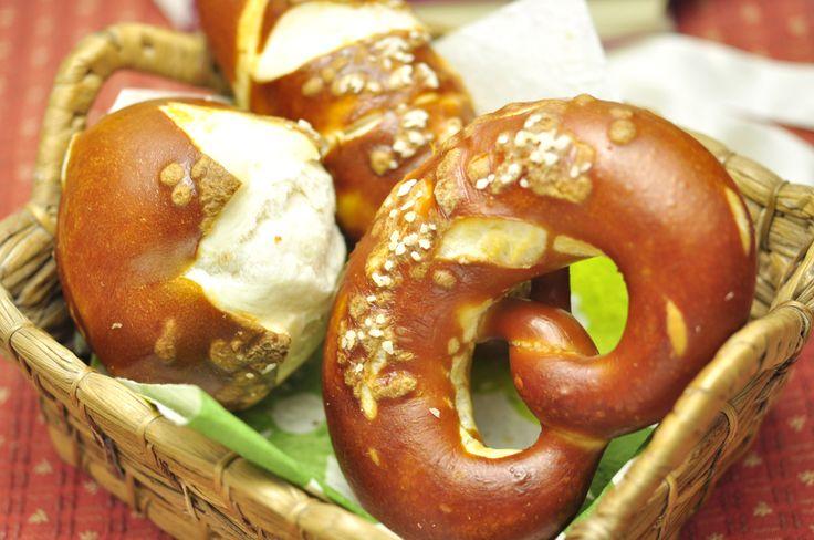 """La colazione tedesca ruota intorno ai """"Brötchen"""", traducibile con panini, una vera e propria specialità della cucina tedesca. http://it.hostelbookers.com/colazioni-nel-mondo/"""