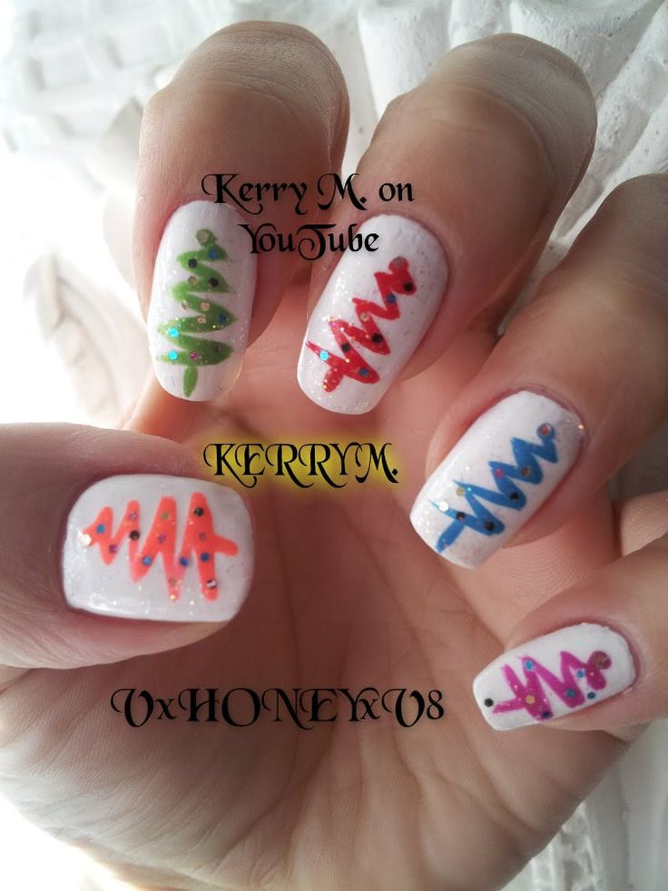 Colorful Christmas Tree Nails! #nail art # nail designs #christmas nails #easy nail art #nail art for beginners #sparkly nail designs Diseño de Uñas, aplicación de uñas, Decoración de Uñas,  Manicura paso a paso