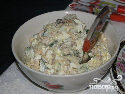 Простой в приготовлении салат из кальмаров