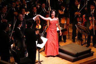 Fotos: Claudio Abbado (director)  y SJVSB, Anna Prohaska  (soprano) Crédito: Frank Di Polo. Fesnojiv. Prensa Web Fesnojiv    Sala Simón Boli...