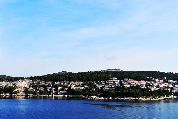Hvar Port Review