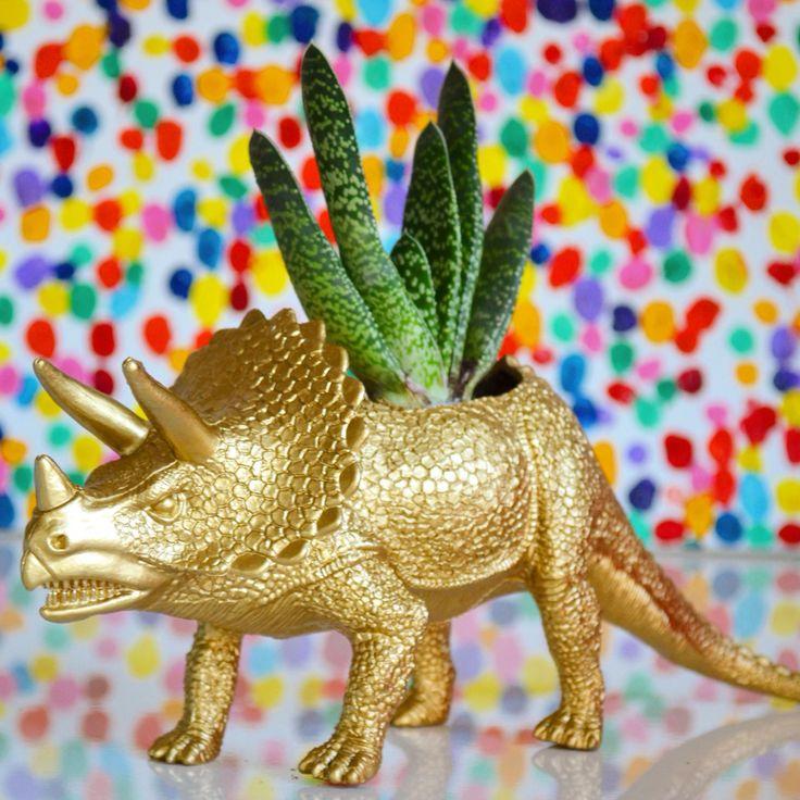 Dinosaurio macetero cactus dorado  Encuéntranos en Facebook Ohmylove Bazar