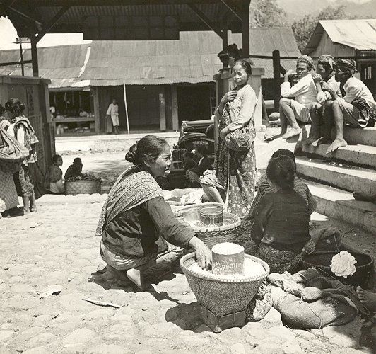 Pasar Wonosobo, Central Java 1938-1939.