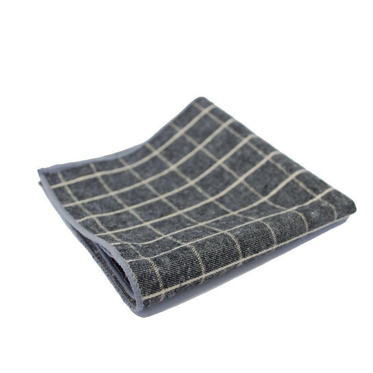 Платок в карман пиджака в крупную клетку