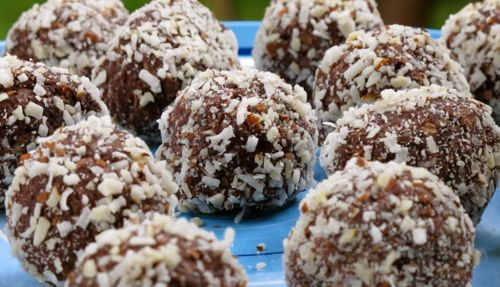 A Mix of Energy Balls, Bars and Raw Treats
