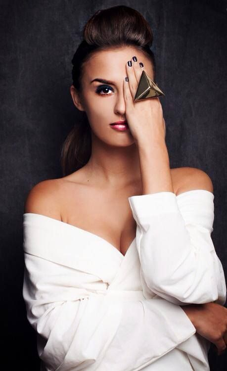 Lucy Watson, model
