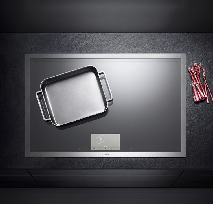 Gaggenau CX 480: The entire surface of the CX 480 induction cooktop can be used as one large cooking zone. The cookware is automatically identified and heated exactly where it stands. The cooktop itself is operated intuitively using an extra-large TFT touch display which shows the positions, sizes and shapes of the cookware.