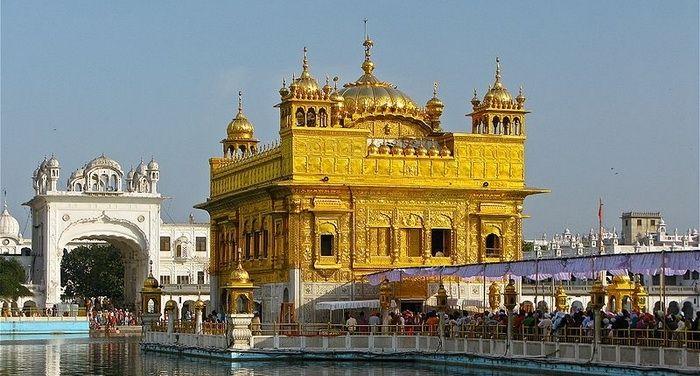 Золотой храм Хармандир-Сахиб - священная Мекка сикхов.