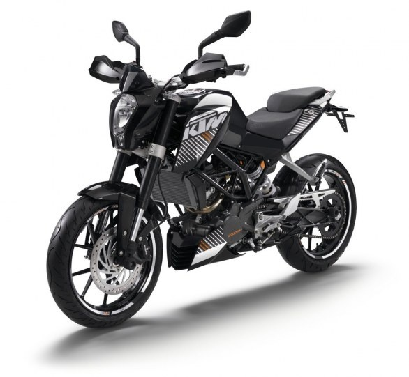 KTM 125 Duke I like it better in black and silver ;)