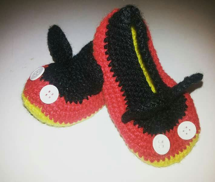 Zapatos mickey mouse a pedido  Jenny tejidos