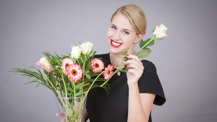 Jednoduchá aranž květin bez práce, která navíc bude vypadat jako dílo profesionála? Jde to úplně samo a budete k tomu potřebovat jen obyčejnou lepenku. Sledujte naše video.