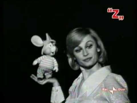 ▶ Raffaella Carra' e TopoGigio: Strapazzami di Coccole - YouTube