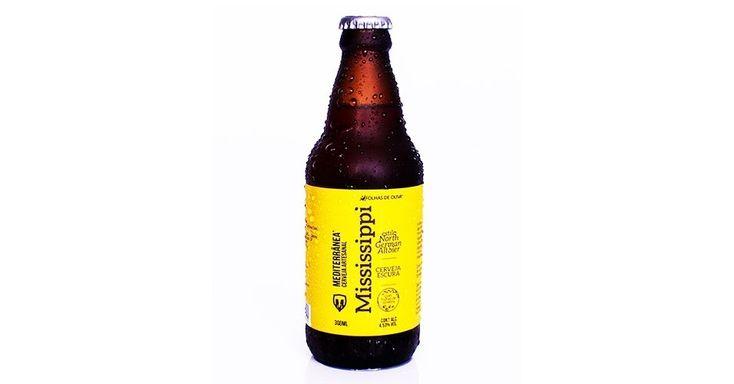 Especializada em todos os produtos derivados das oliveiras de seu fruto, a azeitona, a Folhas de Oliva (folhasdeoliva.com) lança agora uma linha de cervejas que leva as folhas da planta na receita. A Mediterrânea conta com quatro rótulos: Kentucky, uma Scottish Heavy Ale, Luisiana, uma Dry Stout, Mississipi, uma Alt Bier, e Missouri, uma Brown Ale. Com 300 ml por garrafa, elas podem ser encontradas no site da empresa por R$ 20| Preços pesquisados em julho de 2015 e sujeitos a alterações