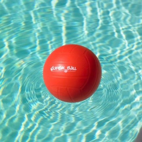Ballon piscine superball #jeu #sport #ballon #ball #aquatique #waterpolo #basketball #volley #jeux #nage #natation #swimming #enfant #enfants #game #games #children #outdoor #garden #jardin #détente #jeudejardin #extérieur #piscine #pool #desjoyauxpools