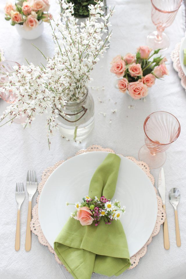 How to Create Napkin Rings Using Fresh Florals | eHow