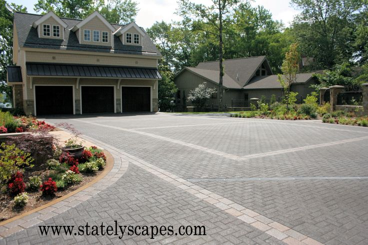 www.statelyscapes.com Paver driveway
