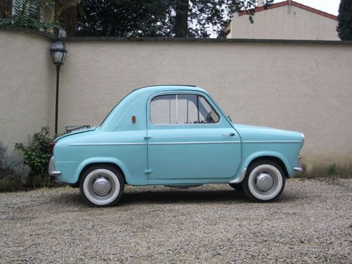 This is a Vespa, yes, yes it is...and I am drooling over it! This is my dream car, for sure!!!