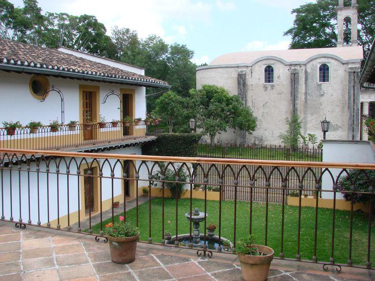Ex hacienda El Lencero, Xalapa, Veracruz. Construida en 1525 por Juan Lencero, soldado de Hernán Cortés. En 1842 la adquirió el general Antonio López de Santa Anna , en 1856 fue embargada. Para 1875 era una de las haciendas azucareras más importantes de la región. Actualmente funciona como museo.