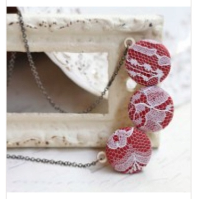 lacey button necklace