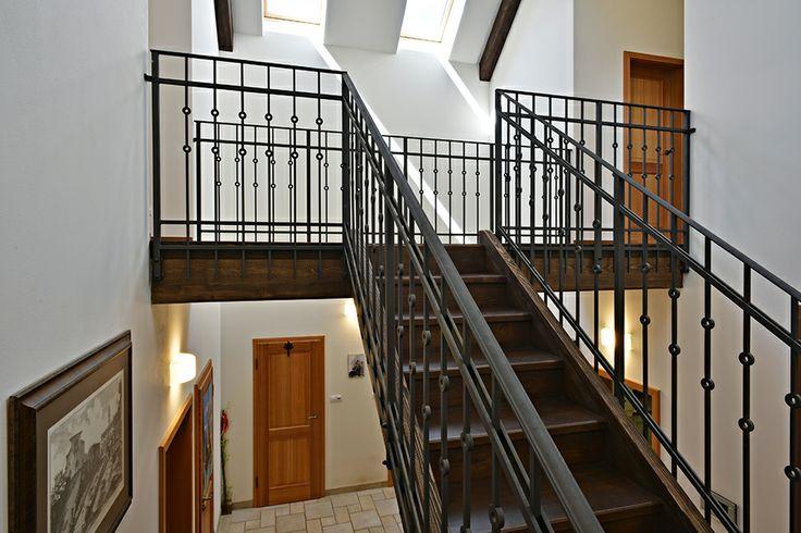 Stair-rail / Geddes-Kaňka Interiors