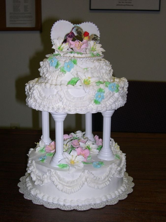 enticing  Latest Winter Wedding Cakes